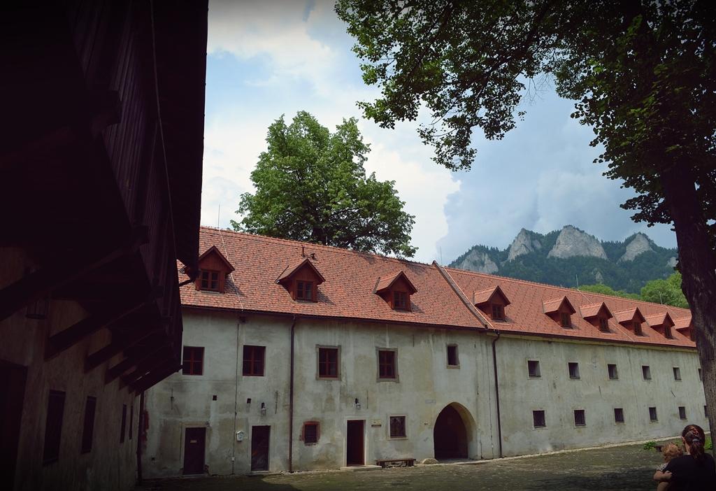czerwony klasztor
