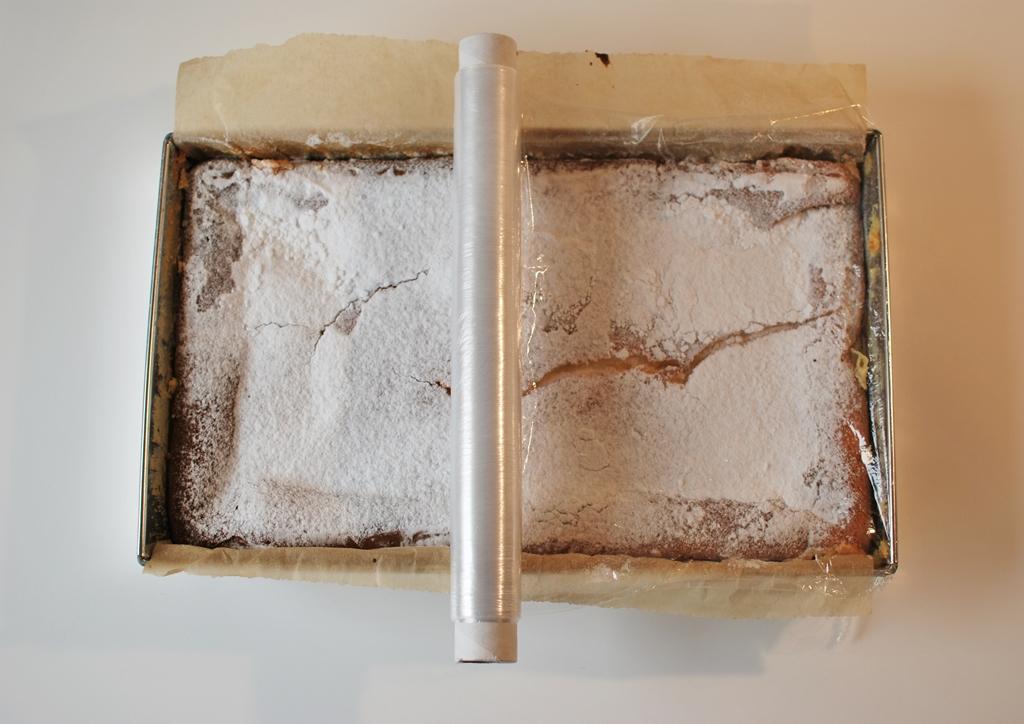 jak wyjąć ciasto z blachy