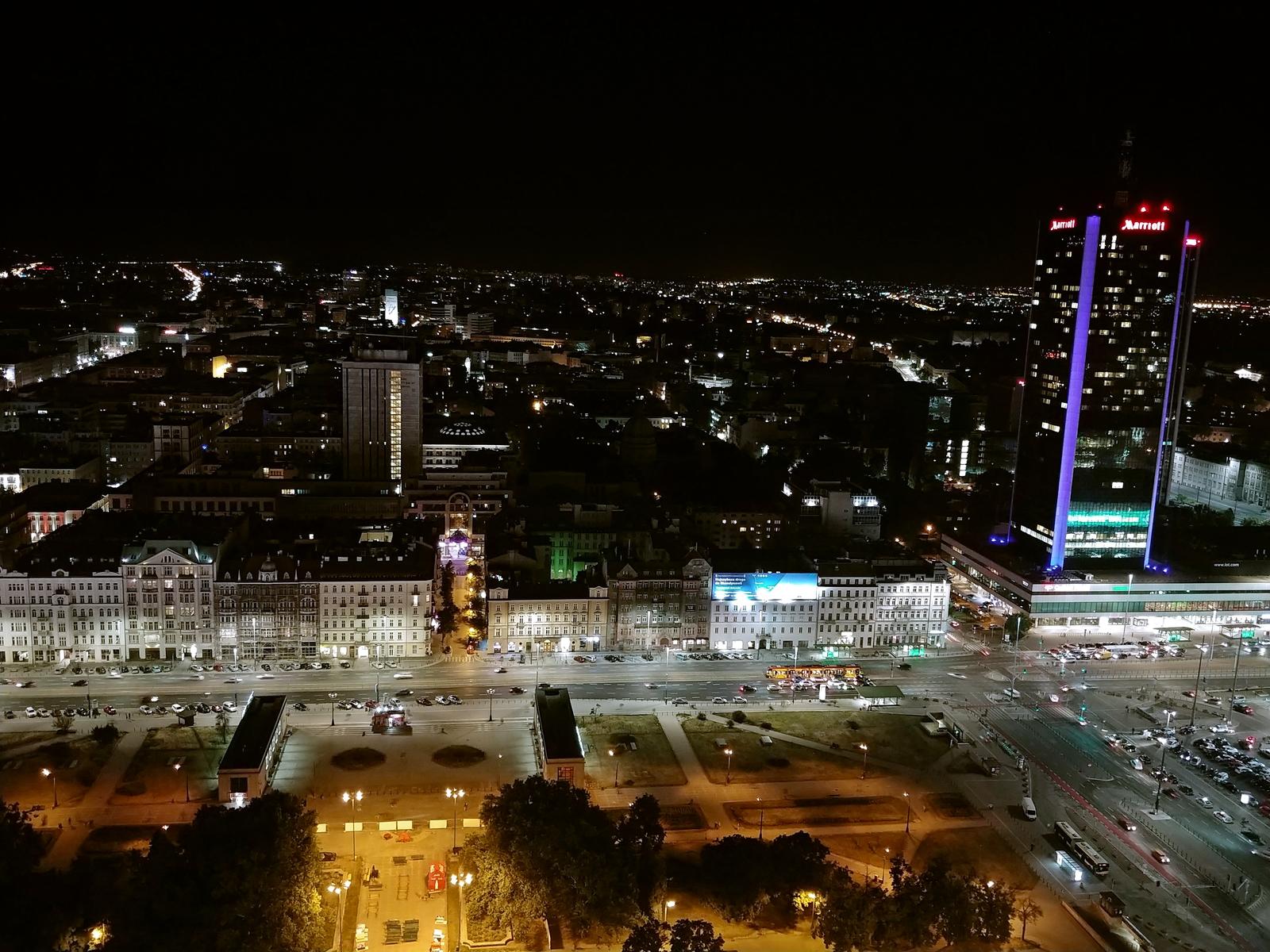 pałac kultury nocą