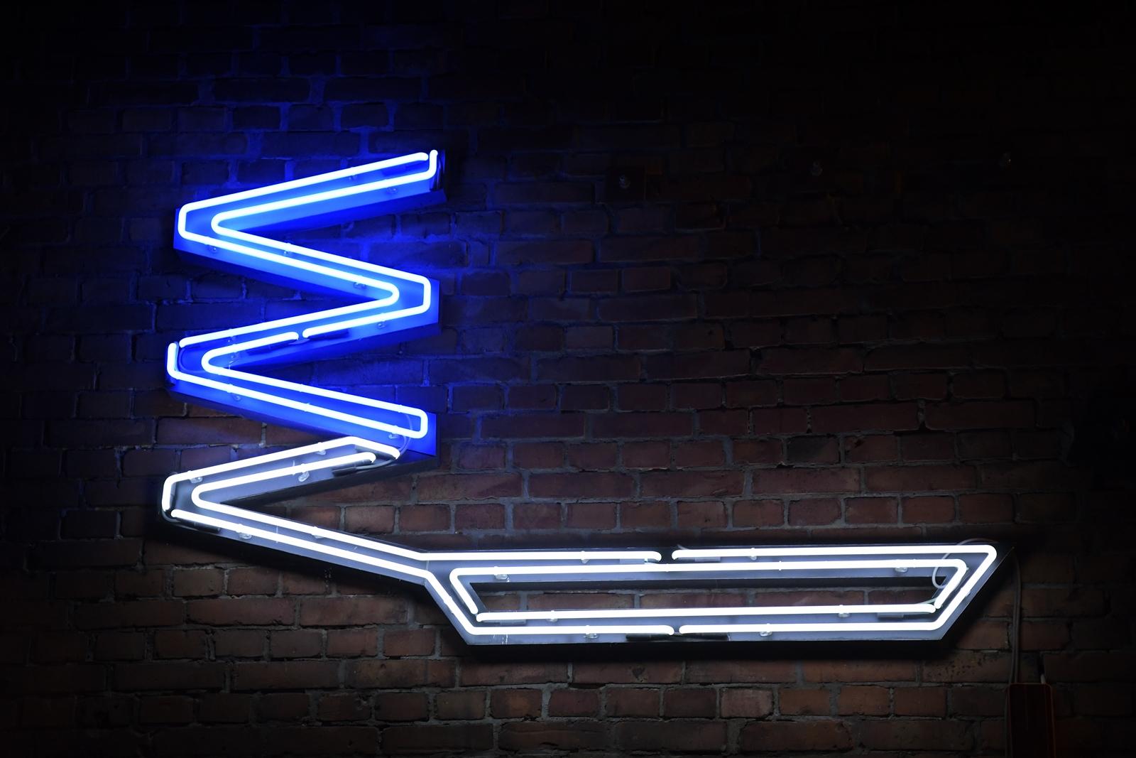 neony w warszawie
